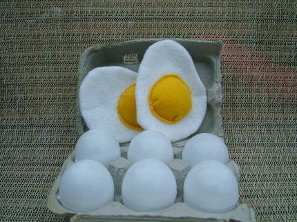 felt-eggs-crackable